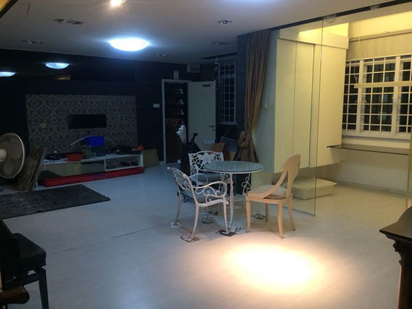 880 Tampines St 81 Living Room